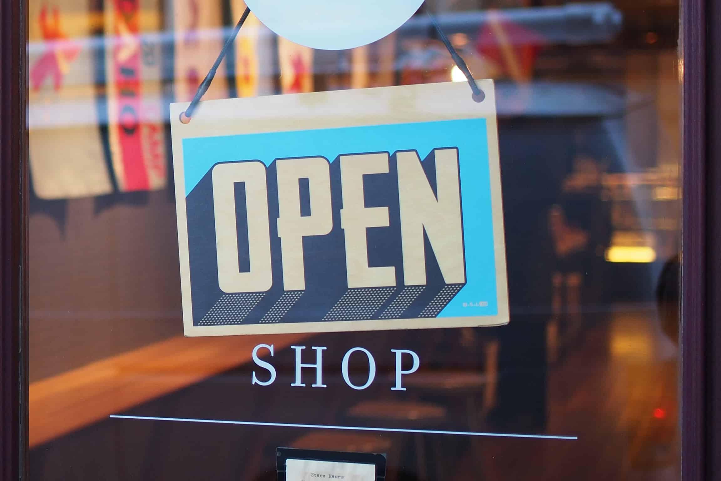 Clothing Startups: Selling Online Vs. Offline